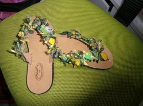 Πρασινες παντοφλες στολισμενες